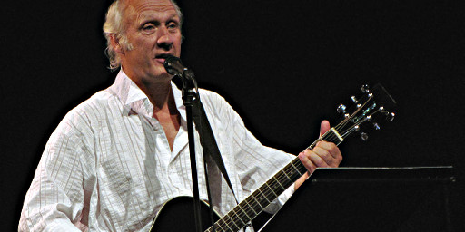 Herman van Veen singt - From Wikimedia Commons, the free media repository - Original Foto von Anghy, CC BY-SA 3.0