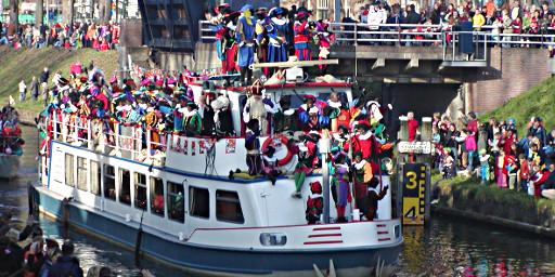 Zwarte Pieten auf dem Boot