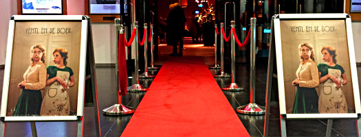Theater Schiedam - roter Teppich für Yentl en de Boer