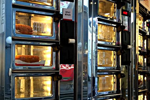 Imbiss - Essen aus der Wand