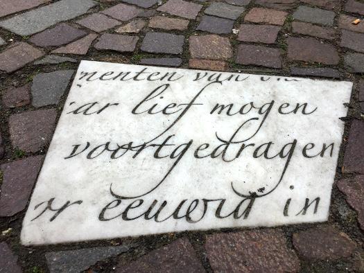 Gedicht auf Steinplatte in Winterswijk