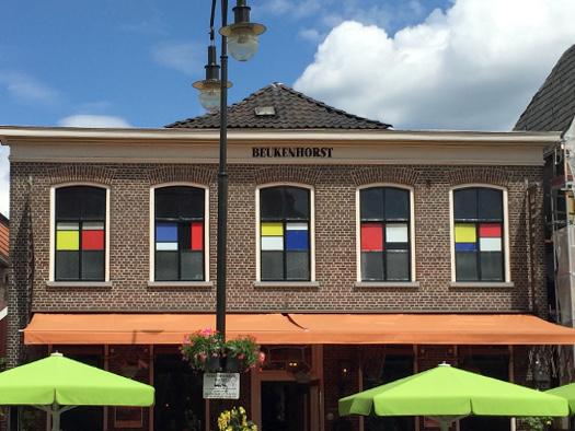 Mondrianfenster am Kirchplatz in Winterswijk