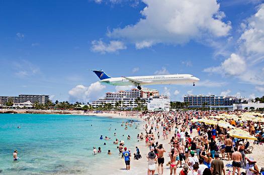 Sint Maarten vor dem Sturm: Landeanflug über dem Strand