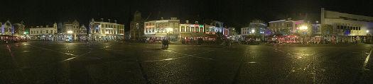 Panoramaufnahme Marktplatz Sittard bei Nacht