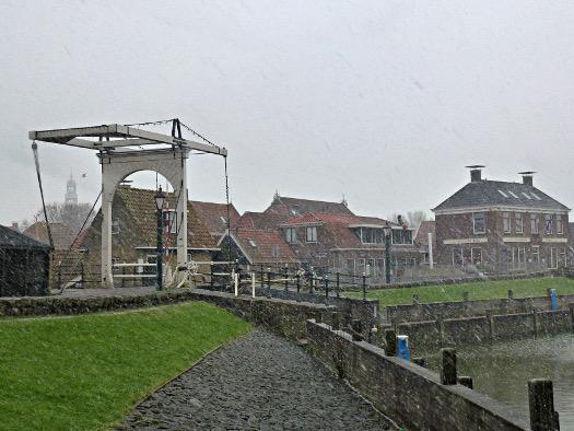 Schneegestöber am Hafen: Hindeloopen am IJsselmeer