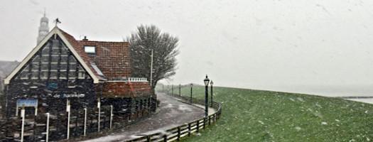 Friesland: Der Deich und der Schnee - Winter in Hindeloopen