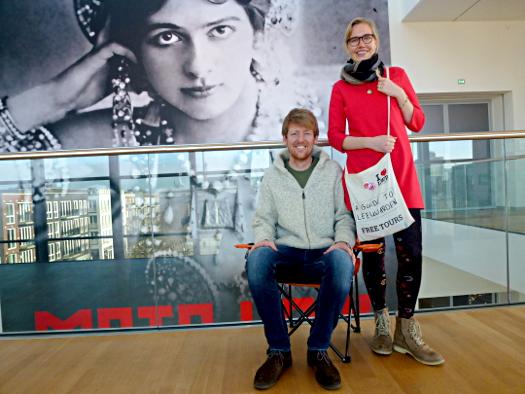 Zwei Leeuwarder Guides im Fries Museum - Henk Leutscher und Christina Völker