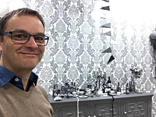 Schwarz-Weiß Raum in der Ausstellung Beyond Escher