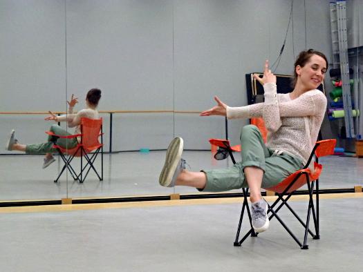 Balletttänzerin Fem Rosa Has im Trainigssaal des Mecklenburgischen Staatstheaters Schwerin