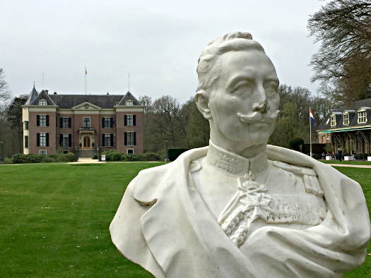 Büste Kaiser Wilhelm II. vor Huis Doorn