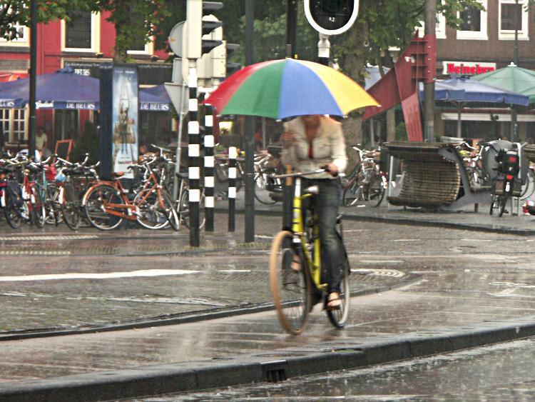 Fahrradfahren mit Regenschutz!