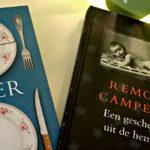 Bücher auf Nachttisch