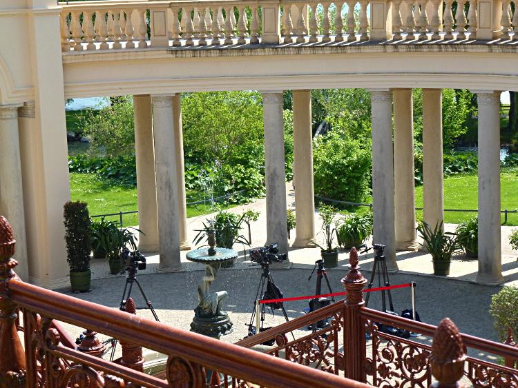 Besuch des niederländischen Königspaares in Schwerin - Kameras vor der Orangerie