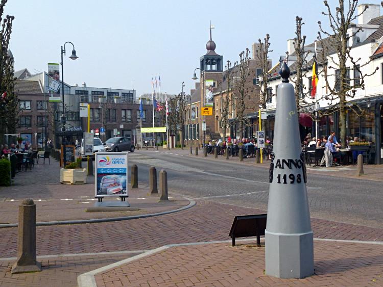 Grenzpfahl in Baarle-Hertog/Baarle-Nassau