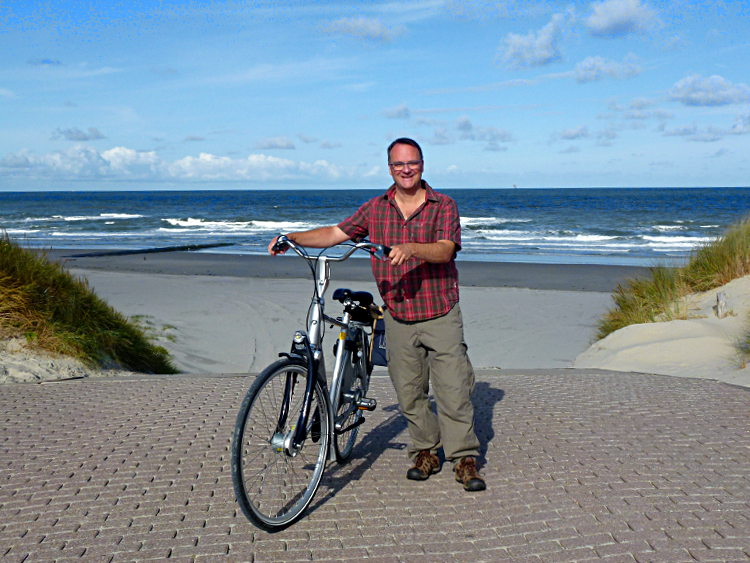 Fiets am Strand von Vlieland